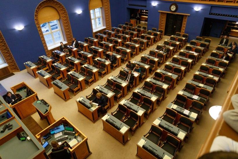 Riigikogu piirab saadikute arvu saalis minimaalseks