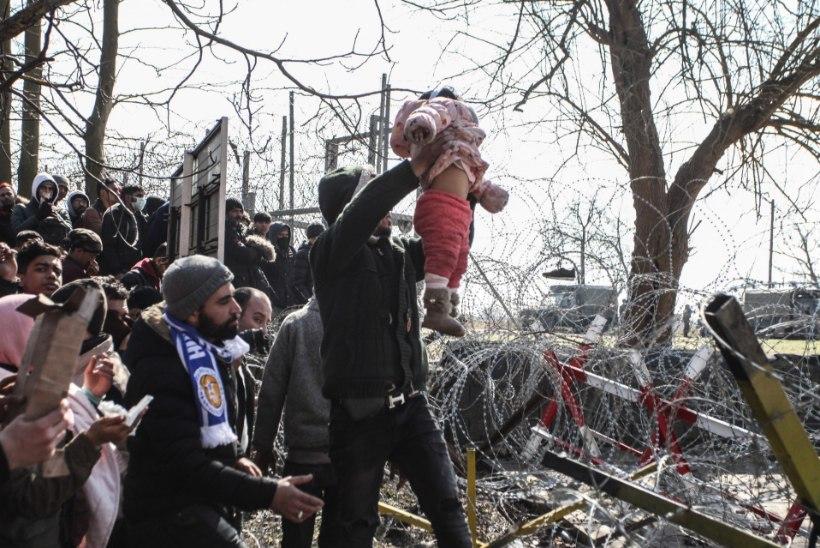 """""""MERKEL, AITA!"""" Tuhanded põgenikud tahavad ületada Türgi-Kreeka piiri"""