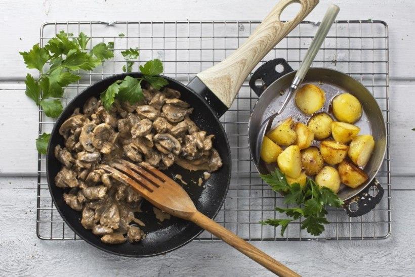 Kanasüdamed seentega hapukoore-tomatikastmes