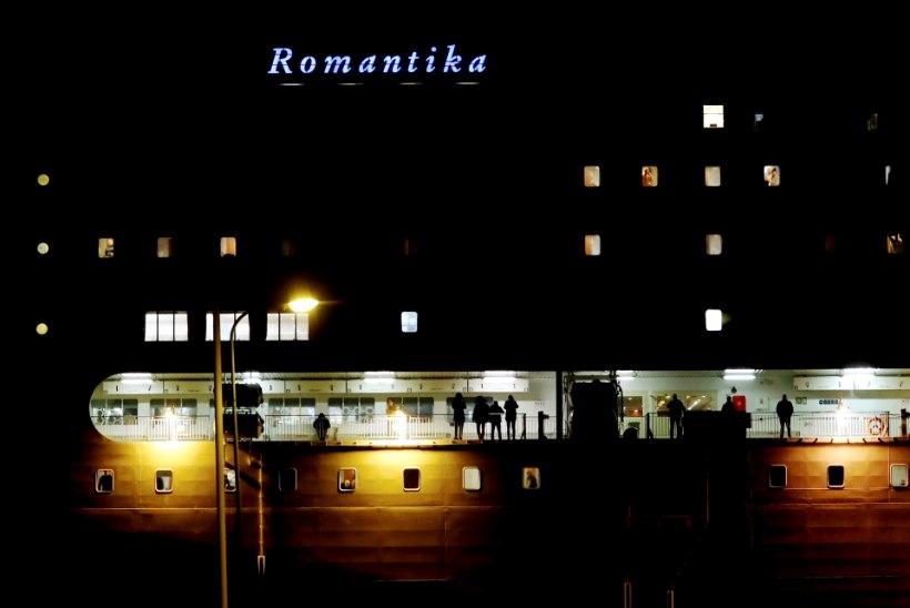 VIDEO JA FOTOD | Parvlaev Romantika koos lõksust päästetud eestlastega jõudis Riiga