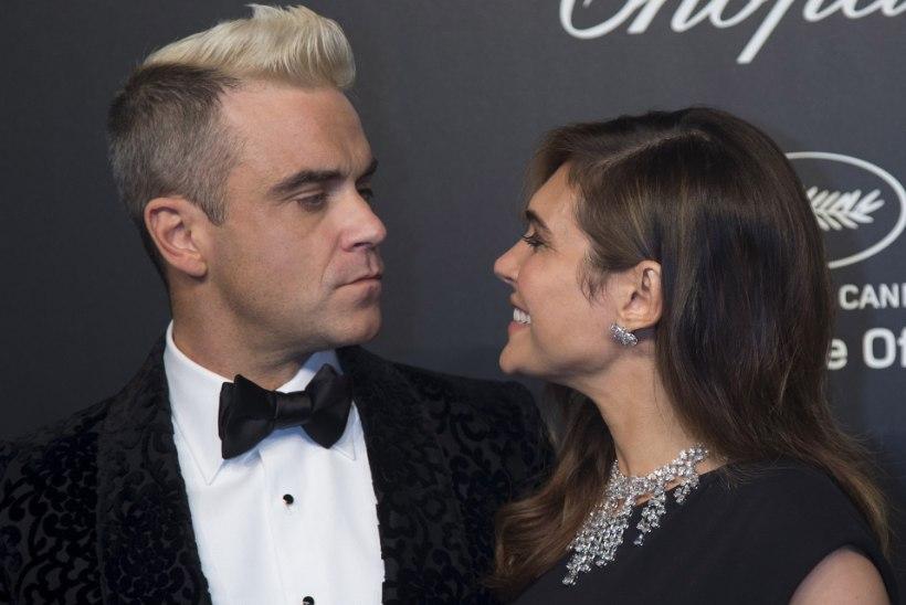 VIDEO RÕDUROMANTIKAST: abikaasa ei luba koroonakahtlusega Robbie Williamsit koju