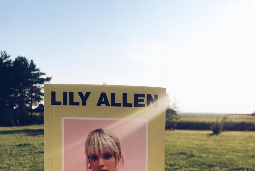 LUGEMISSOOVITUS | Lily Alleni autobiograafia avab särava muusikamaailma valusad tagamaad