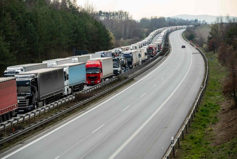 PIIRID TAKISTUSTETA: metsikult pikad veokite järjekorrad on Poola piiridelt kadunud