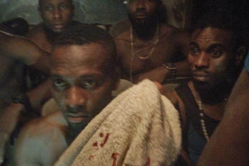FOTOD ja VIDEO | Relvastatud röövlid ründasid Nigeeria jalgpallimeistri bussi