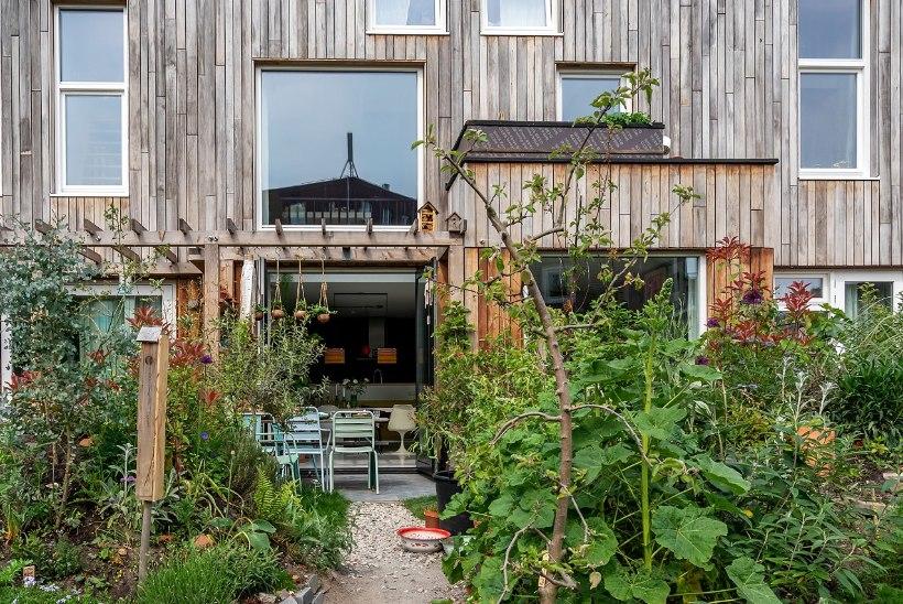 FOTOLUGU | Kodu ökokogukonnas eramajas