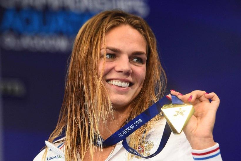 Venemaa ujumiskaunitar rõõmustas raskel ajal fänne vallatu topless-fotoga