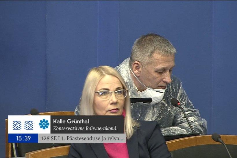 Maskis ja vihmakiles istungile tulnud riigikogulane: arvan, et mu käitumine on õigustatud