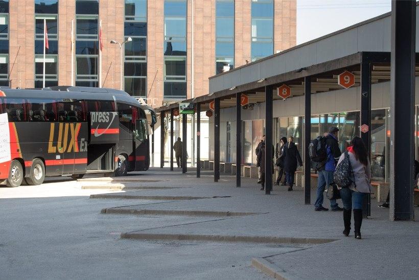 GALERII | Tallinnast Tartusse saabuvad praktiliselt tühjad bussid