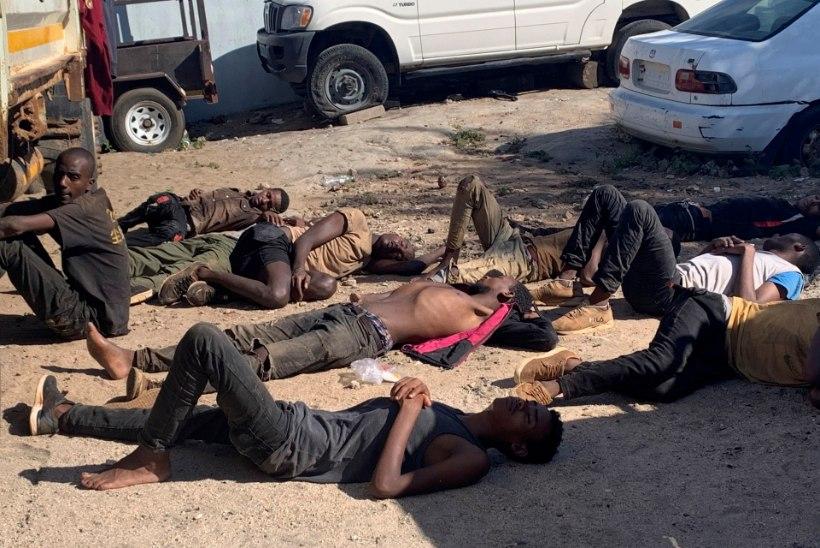 Mosambiigi ametnikud avastasid veoautost 64 migrandi surnukeha