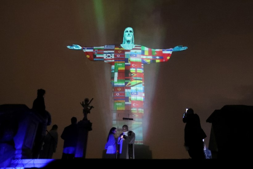 Rio de Janeiro Kristuse kuju värvus koroonaviirusest nakatunud riikide lipuvärvidesse