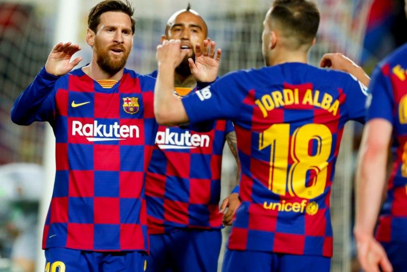 UMMIKSEIS: Barcelona soovis kärpida jalgpallurite palka, kuid mängijad saatsid ettepaneku pikalt