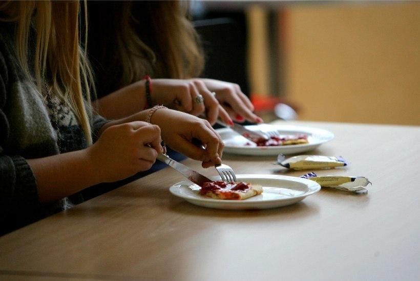 ABINÕU KOROONAKRIISI AJAL: Tallinna kooliõpilased hakkavad saama toidupakke