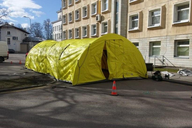FOTO | Ida-Tallinna keskhaigla kõrval alustab tööd triaažitelk