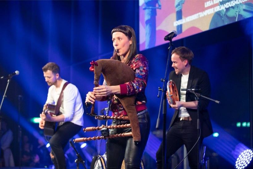 GALERII | Pärimusmuusikute toetuskontsert tõi ERMi rahvast murdu täis