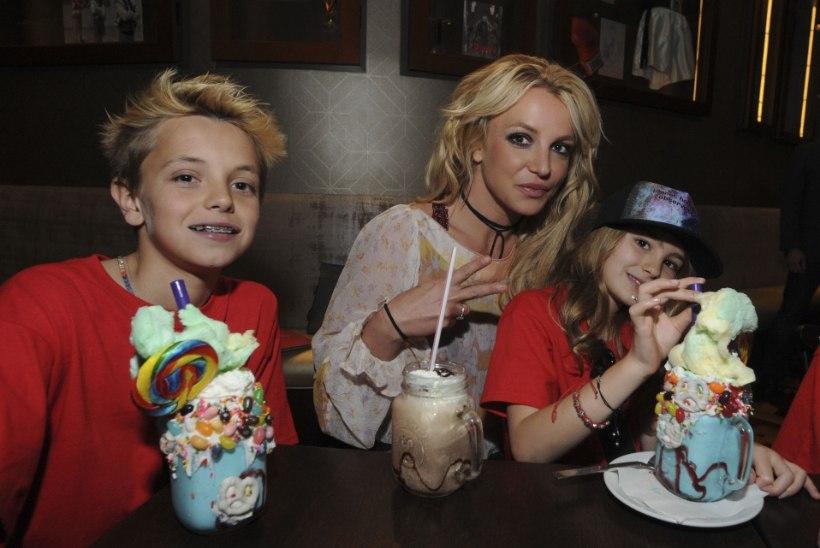 """Britney poeg sõimab avalikult oma vanaisa: """"Kärvaku maha!"""""""