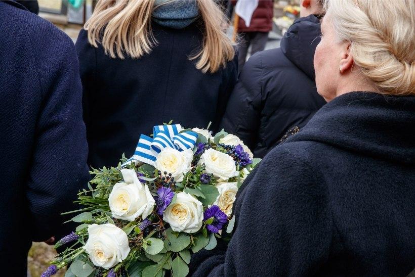 GALERII   Siselinna kalmistul mälestati märtsipommitamises hukkunuid