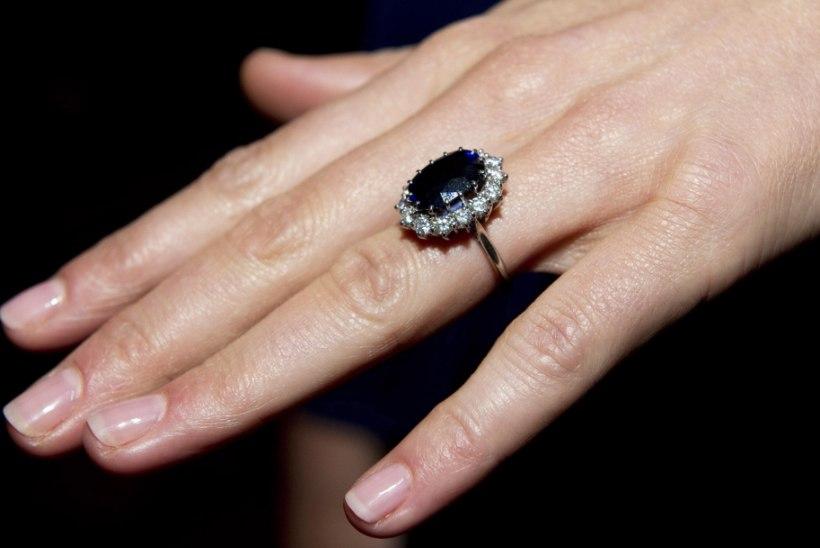 Hertsoginna Catherine'i sõrmes pole enam kihlasõrmust – mida sellest välja  lugeda?!