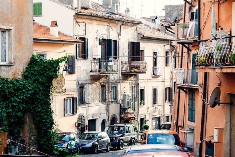 MAFFIA TEGEVUS KOROONAKRIISI AJAL: Itaalias jagavad jõugud vaestele peredele toidupakke