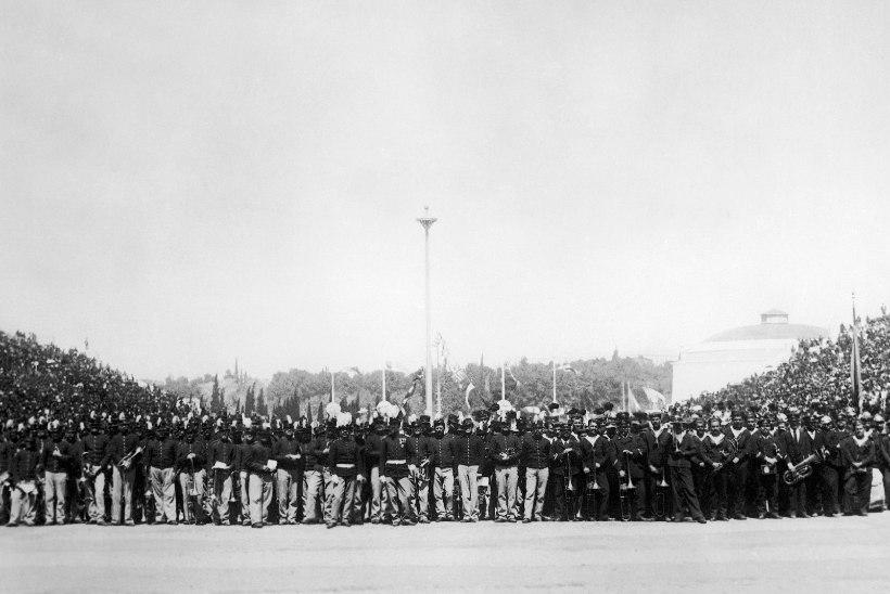 NALJAKAD RETROVIDEOD   Täna 124 aastat tagasi lõppes esimene ametlik olümpia: vaata hoota kõrgushüpet, sangpommi rebimist jms