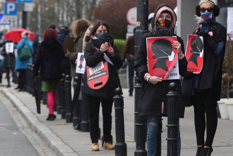 Poola abordiseadusi kritiseerivad meeleavaldajad trotsisid karantiini