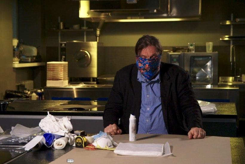 VIDEO   Marek Strandberg õpetab, kuidas koduste vahenditega toimivat maski teha