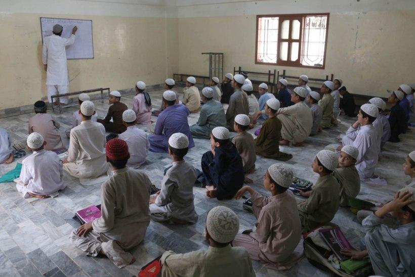 PEDOFIILIA PAKISTANIS: islamivaimulikud vägistavad vaeseid koolilapsi