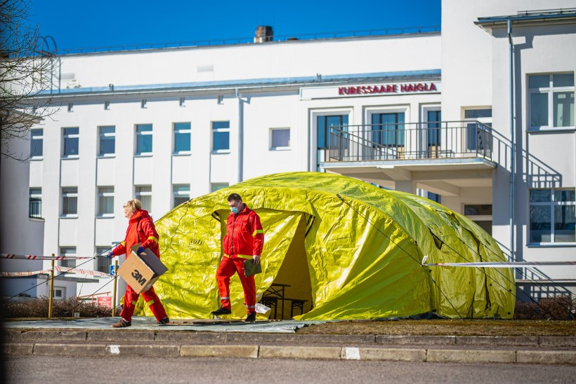 Vabatahtlikud meedikud startisid Saaremaa välihaiglasse tööle