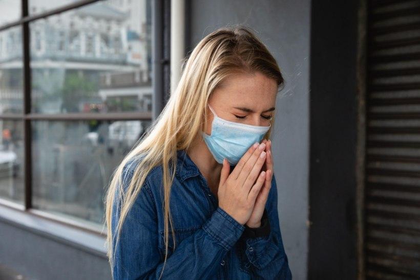 SAATUSLIK NAKATUMINE TREPIKOJAS: jäin naabrinaisega pikalt rääkima, nüüd köhin koledasti ja mul on palavik