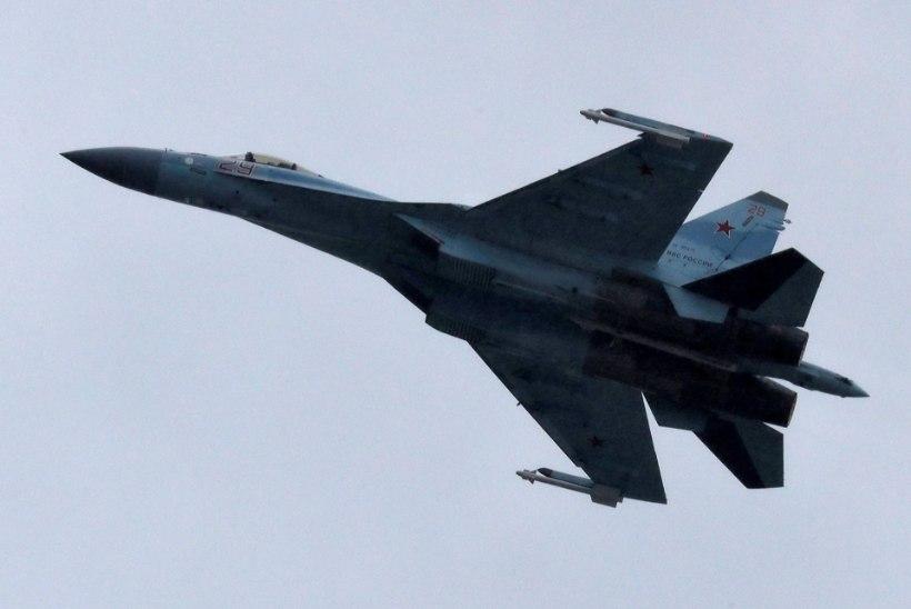 VIDEO | LÄKS NAPILT! Vene hävitaja ahistas ameeriklaste sõjalennukeid