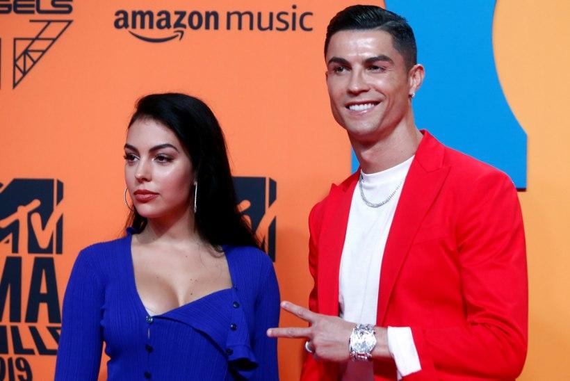 KLÕPS   Maailma kõige nunnum karantiinifoto tuleb otse Ronaldo voodist