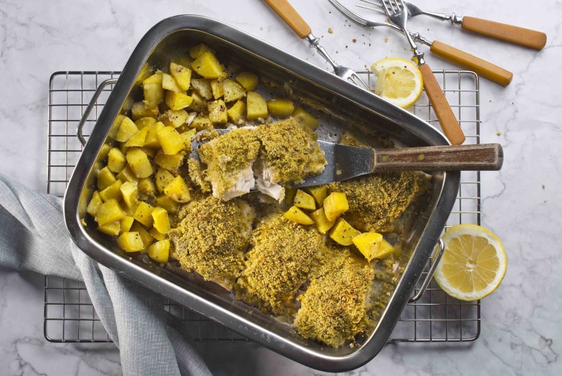 Riivleiva-pestokattega kala ahjukartulitega