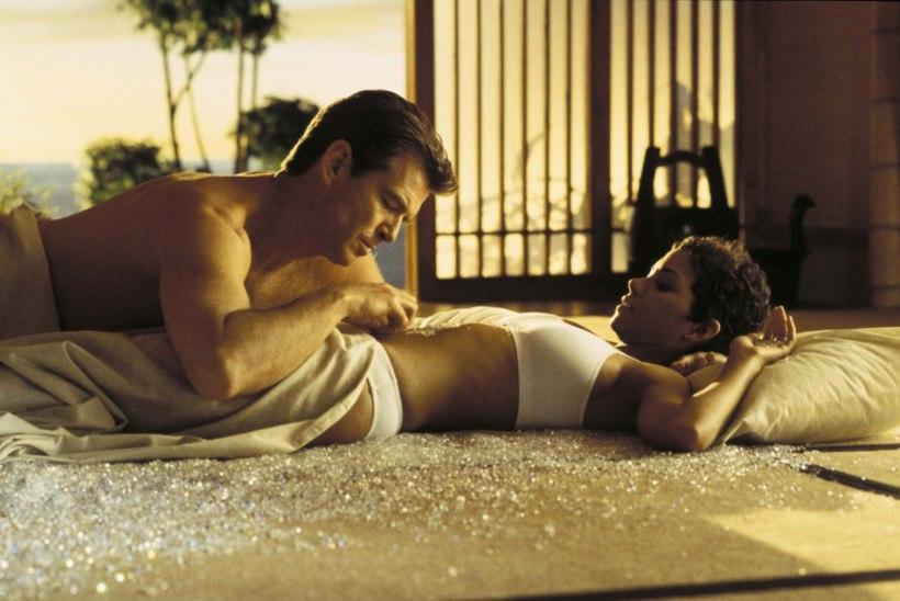 Pierce Brosnan päästis Halle Berry seksistseeni ajal lämbumisest