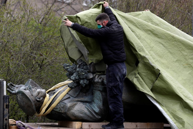 PRONKSIÖÖ PRAHA MOODI: Punaarmee monumendi kõrvaldamisega kaasnesid küberrünnakud ja väidetavad mõrvakatsed