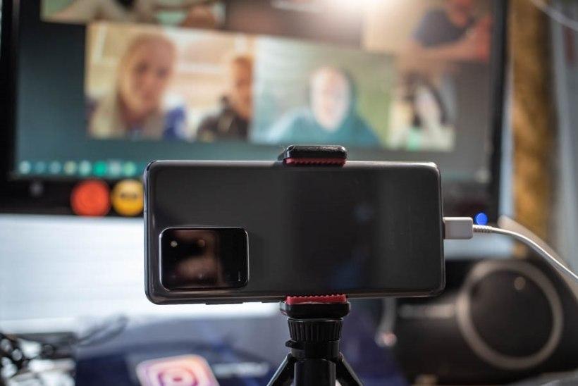 Veebikaamerat pole kuskilt võtta? Lihtne lahendus, kuidas telefoni abil endale koosolekukaamera seadistada