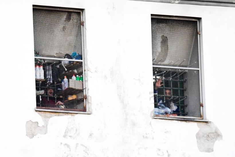 KOROONAHIRM: vangid hakkasid Lõuna-Itaalias mässama