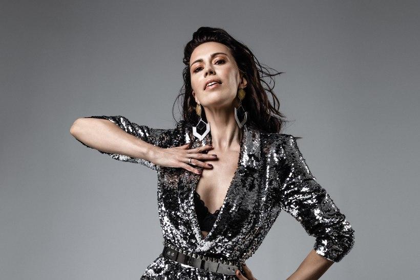 Helen Randmets kodukontoris: kirjutasin uue laulu, meeleolu tõstmiseks panen selga mõne kleidi, mida muidu kodus ei kanna