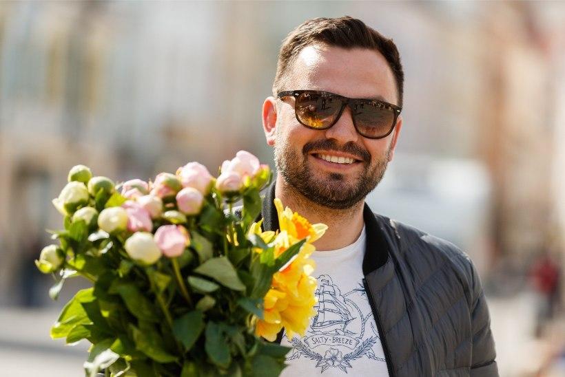 GALERII | RAHVAST PUNGIL! Viru tänava lillelettide ees tunglesid emadepäeval sajad inimesed