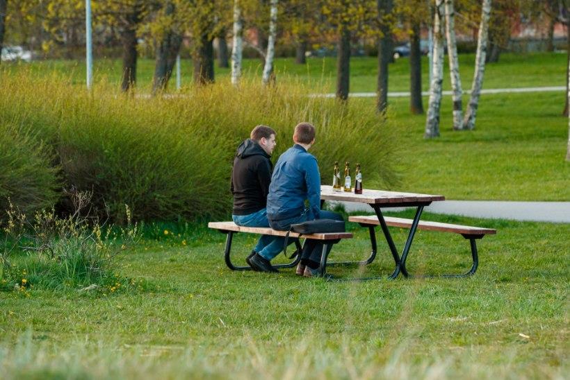 GALERII | Soe kevadõhtu tõi eriolukorrast väsinud inimesed värsket õhku nautima
