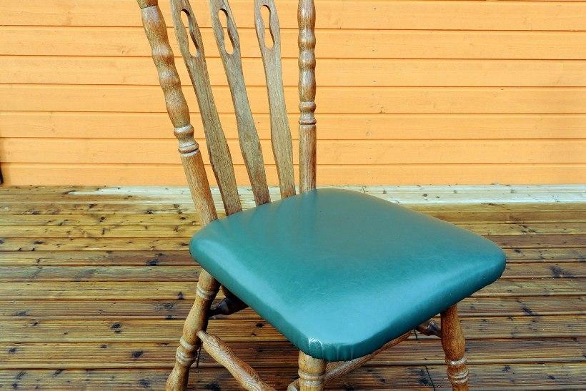 Inspiratsioon! Teise ringi poest leitud toolid said värvikihi ja ornamendi