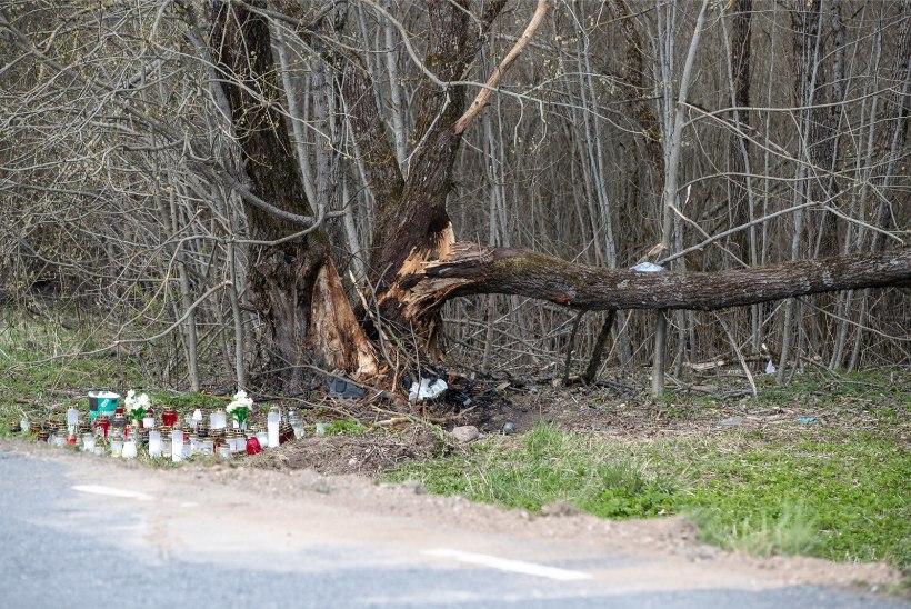 Põlvamaa avariis hukkunud autojuht ja kaassõitja olid väga raskes joobes