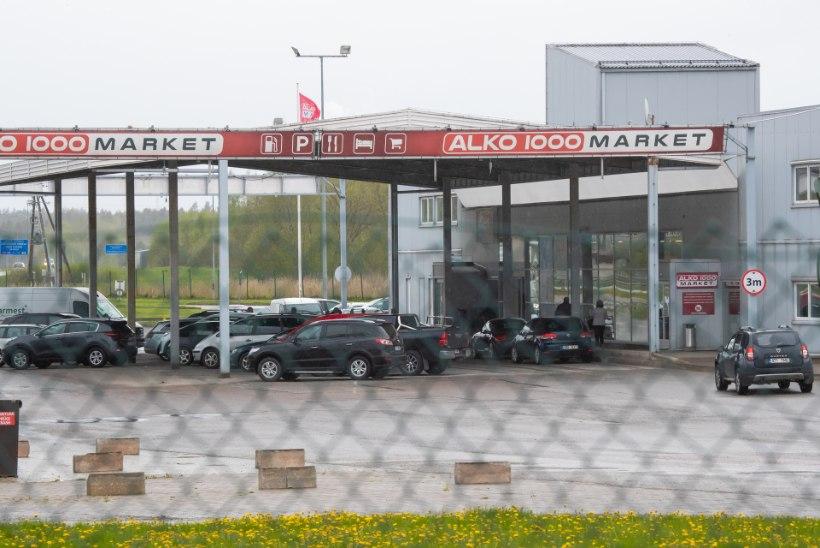 Läksime! Eesti numbrimärkidega autod täitsid piiriäärsete napsupoodide parklad