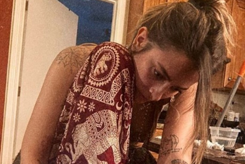 Michael Jacksoni tütar tegi endale koduses karantiinis tätoveeringu