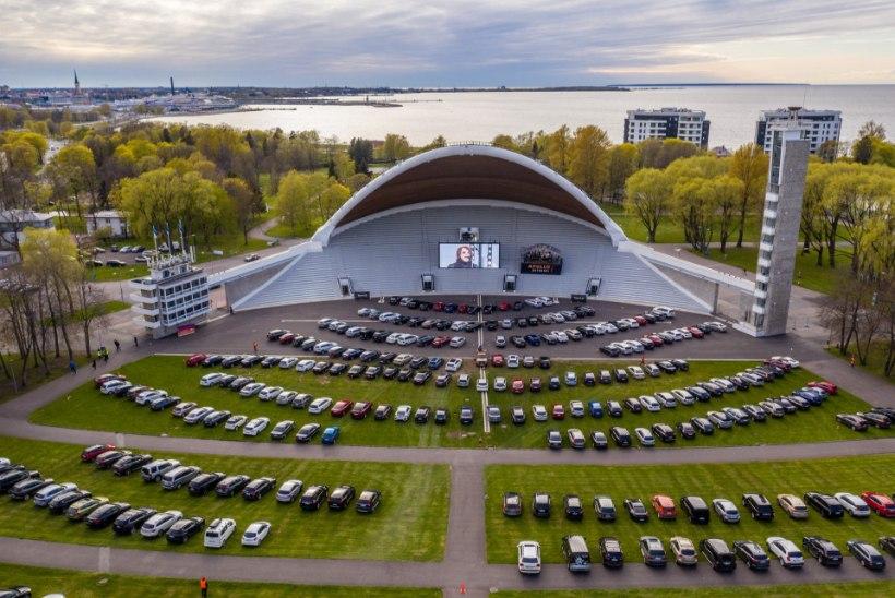 GALERII | Hendrik Sal-Saller lauluväljakul autokontserdi andmisest: mõnel olid käed aknast või katuseluugist väljas ja autodes ikka pidu käis!