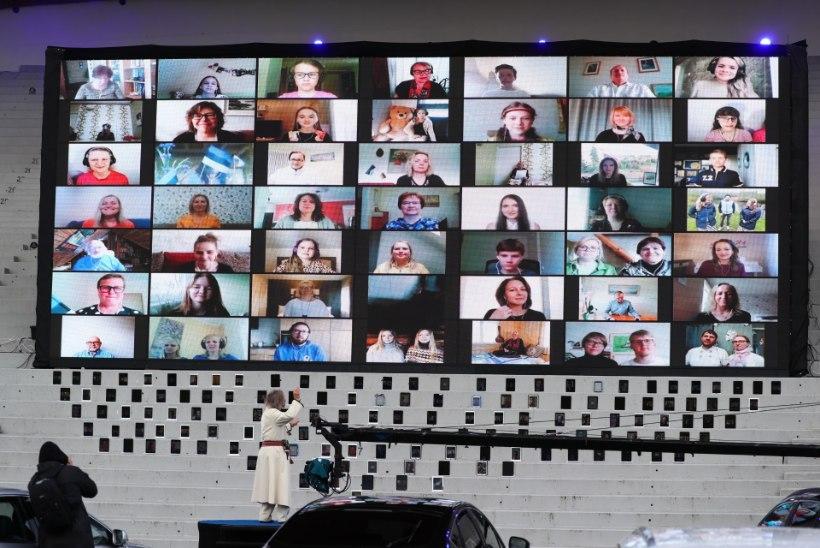 GALERII | Tuhanded koorilauljad andsid lauluväljakul eriolukorra lõppemise puhul Ivo Linnaga kontserdi