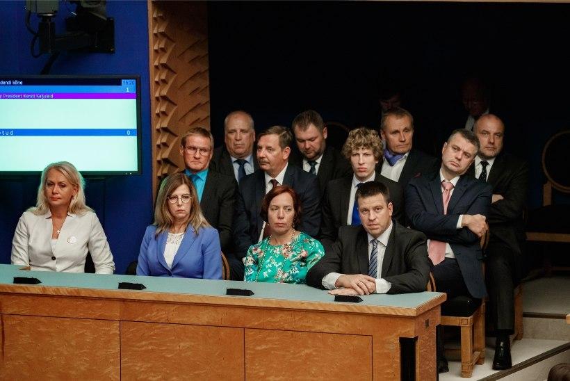 AMETNIKE PALGANUMBRID: ministrite palgad tõusid kahe aastaga veerandi võrra, ministeeriumite töötajatel aga ...