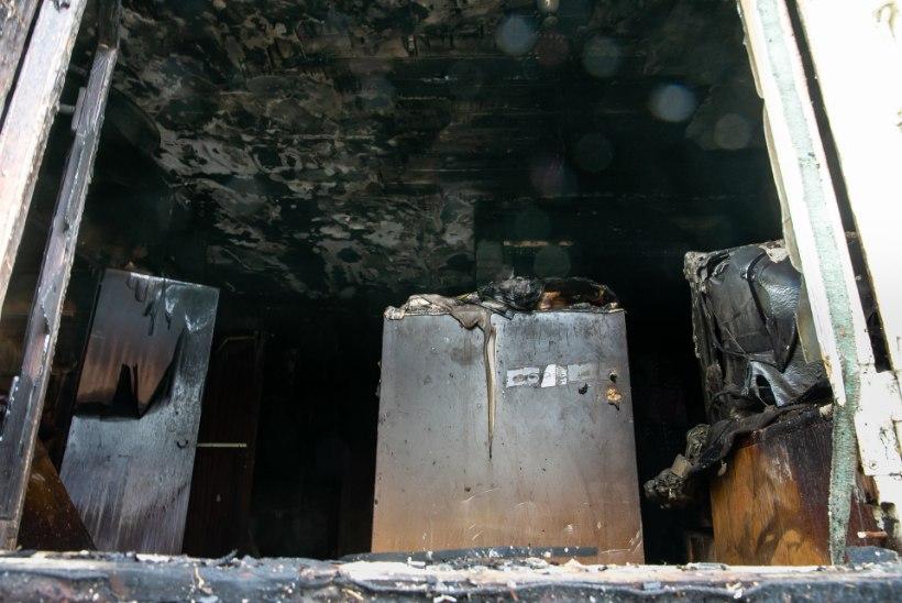 Tulekahju märganud möödasõitja kloppis majarahva üles, voodis suitsetanud meest päästa ei õnnestunud