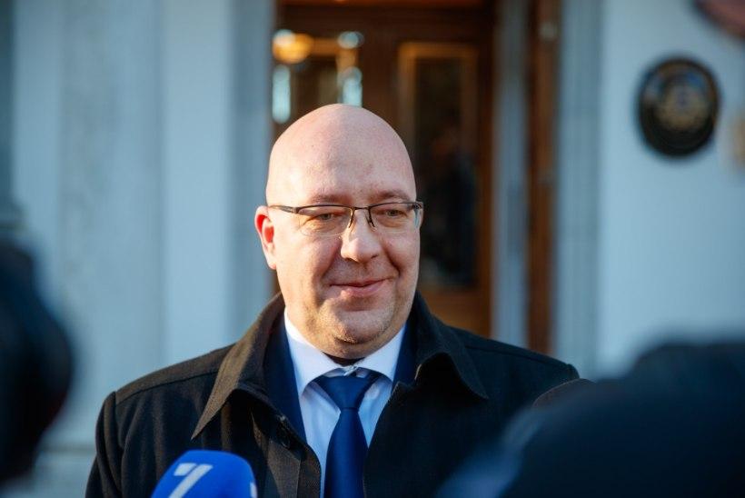 Põllumehed ministritele: praegu on maasikakorjajaid Eestile rohkem vaja kui poliitikuid, oleme valmis teid kohe ümber õpetama