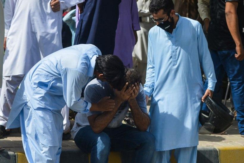 FOTOD ja VIDEOD | Pakistanis kukkus alla reisilennuk, teatatud on 97 hukkunust. Ellujäänud mees: nägin ainult leeke