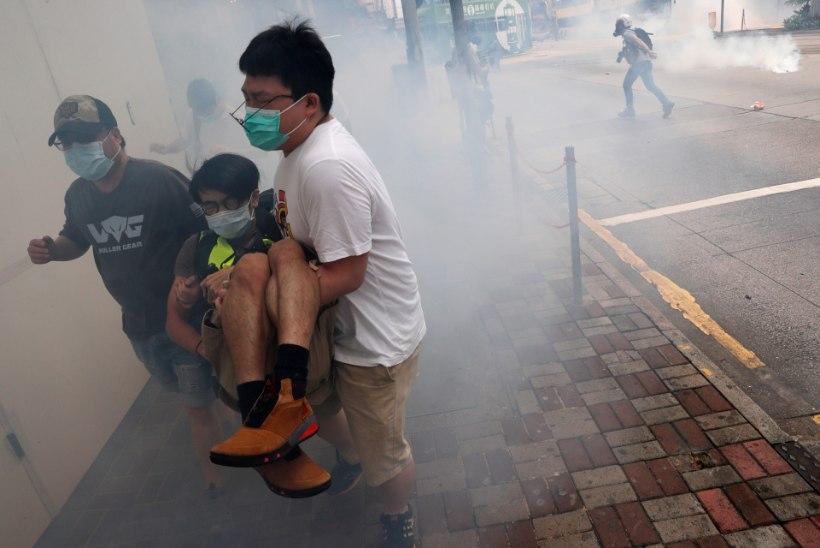 Hongkongis puhkesid jälle tänavarahutused