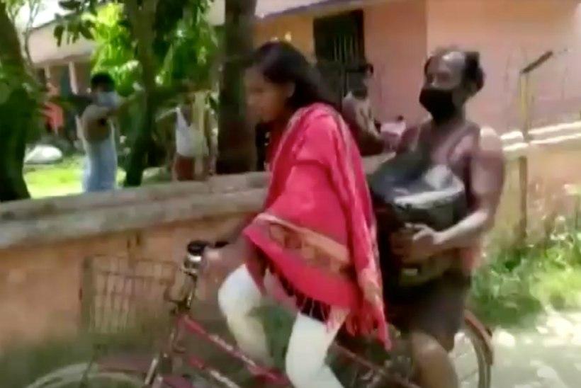 KANGELASTÜDRUK: vigastatud isaga jalgrattal läbi India